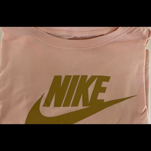 Nike crop top in great condition
